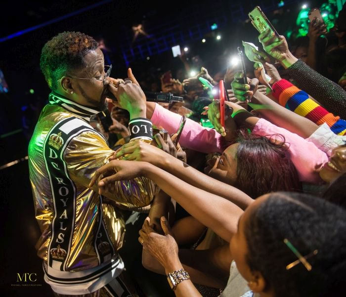 kizz-daniel-sells-out-2350-capacity-music-venue-in-london-photos-5