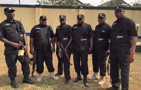 LAUTECH student accuses SARS operatives of robbery