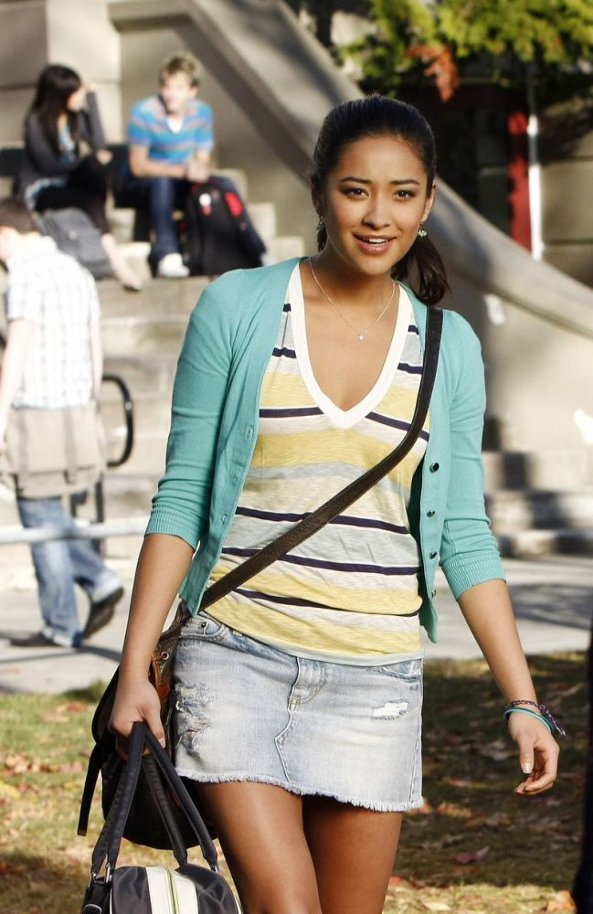 Fashionable Females: Emily on PLL (2/3)