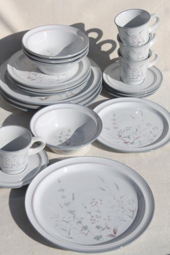 Noritake Woodstock pattern dinnerware set for 4 vintage