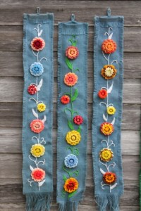 Retro burlap wall hanging art, loopy yarn flower ...