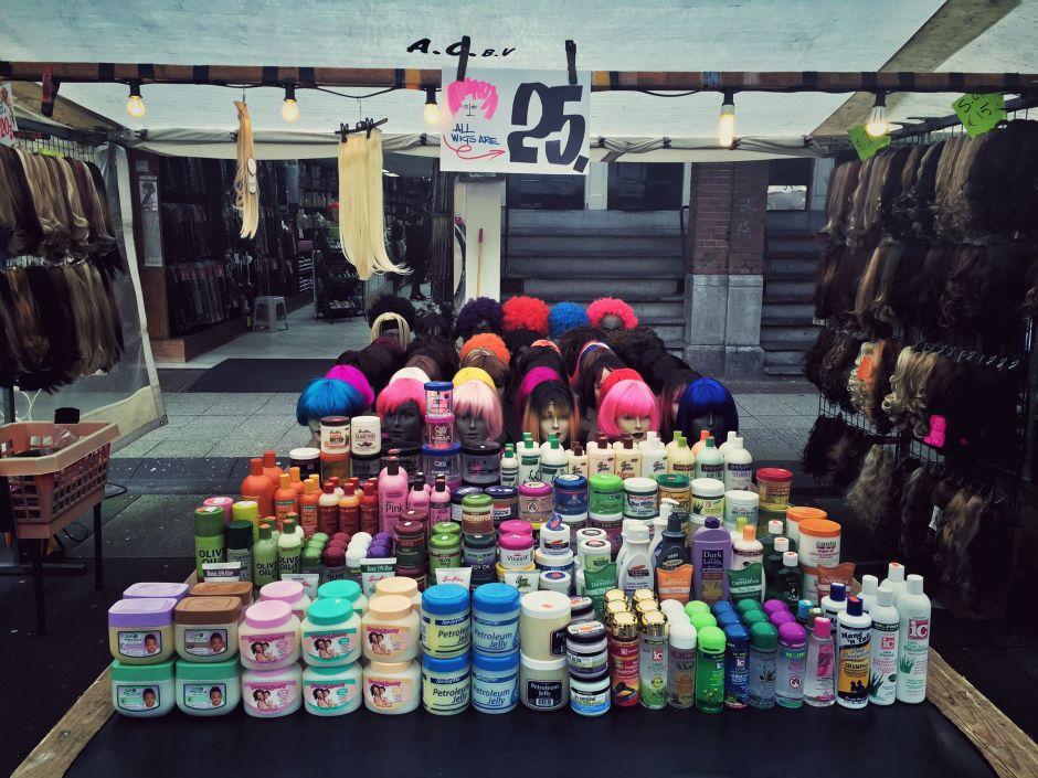 Amsterdam_Albert Cuyp Markt_Perücken_1 THING TO DO