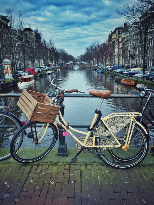 Amsterdam_Fahrrad_Gracht_1 THING TO DO