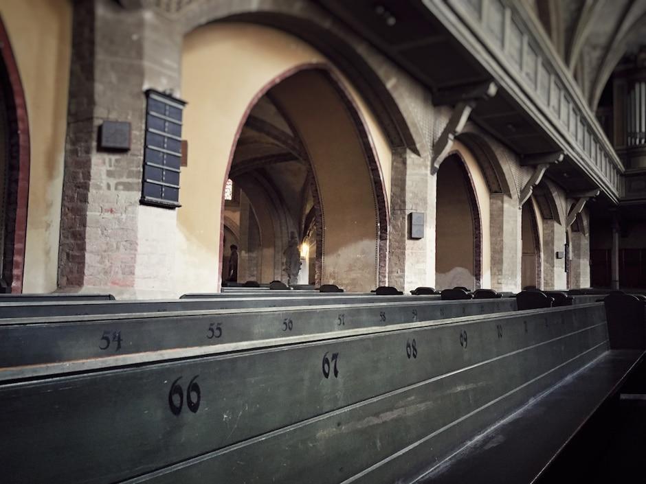 Goerlitz_Dreifaltigkeitskirche_Sitzbaenke_1 THING TO DO