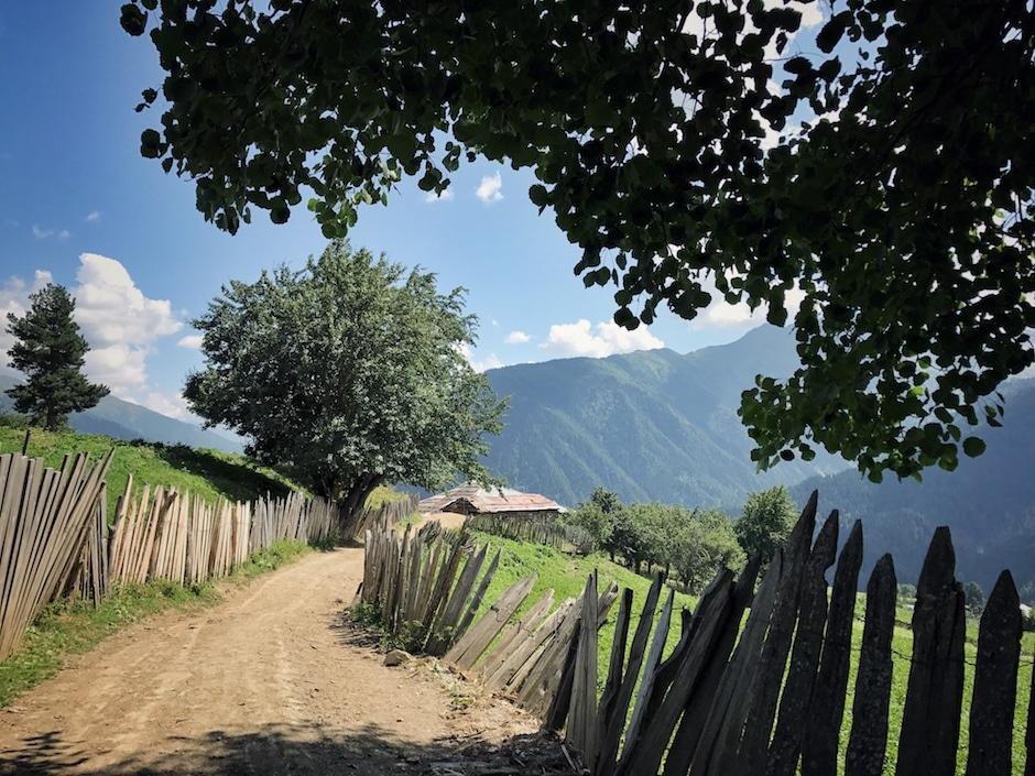 Mestia Wandern Tsvirmi Georgien