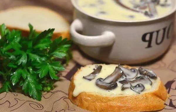 грибы и сыр из творога