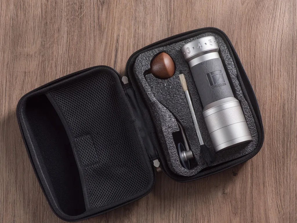 K-Plus grinder in Light gray color with the Travel case