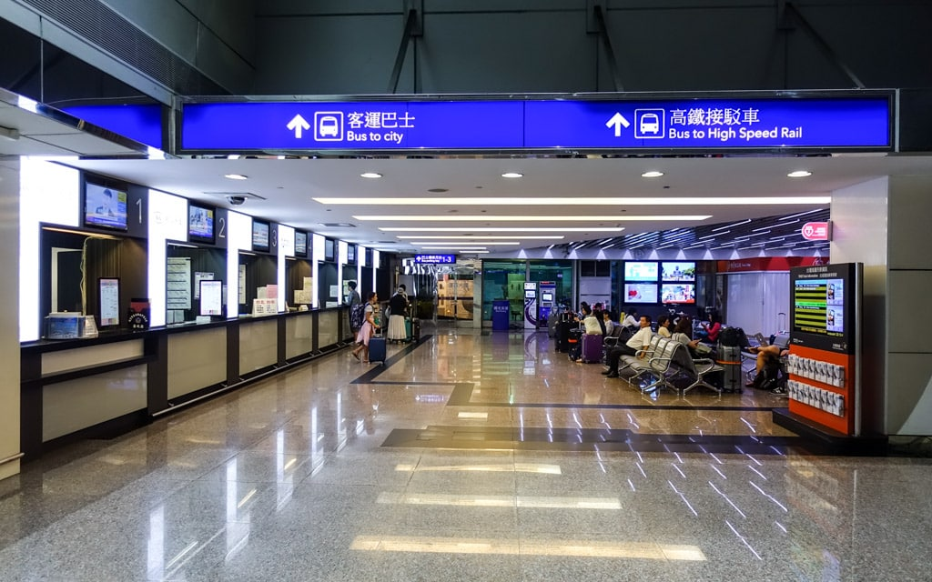 How to get from Taiwan Taoyuan International Airport to Taipei Main Station by Bus 1819