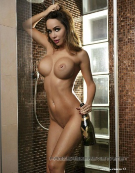 Adrienn Levai desnuda para playboy