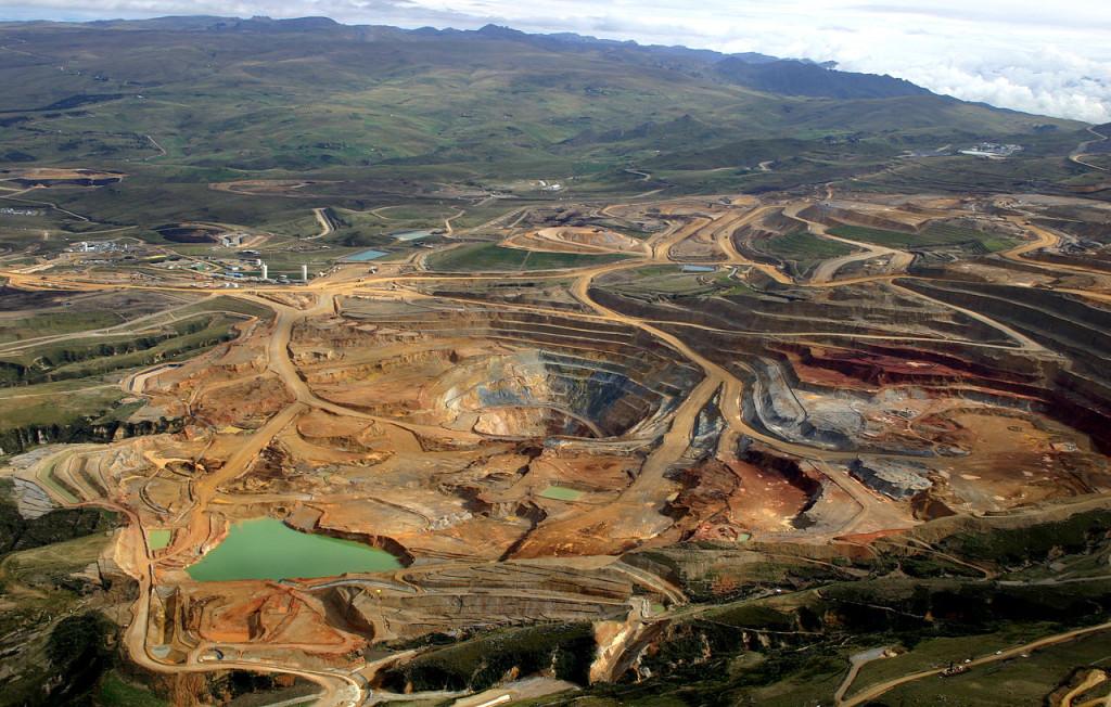 Vista panorámica de la Minera Yanacocha en Cajamarca. Fuente: Wikipedia.