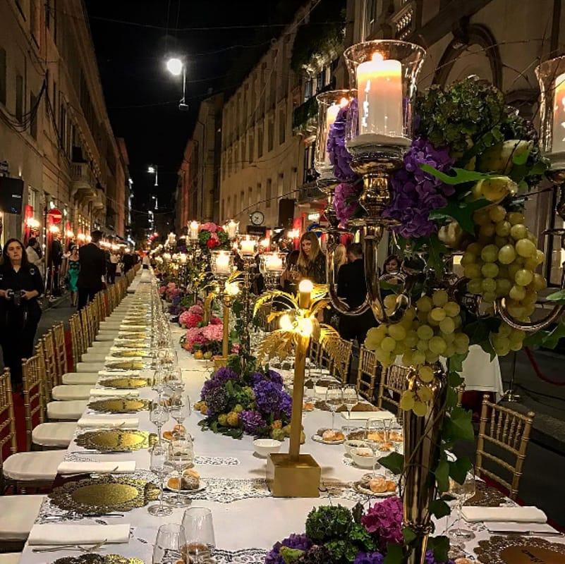 Dolce e Gabba apre in via Montenapoleone cena di lusso in strada  FOTO