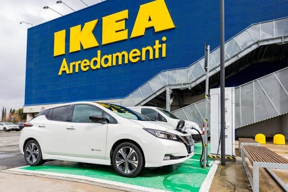Nissan E Ikea Anche A Roma Una Colonnina Di Ricarica Rapida
