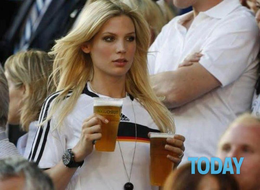 Le tifose pi sexy degli Europei 2012 FOTO