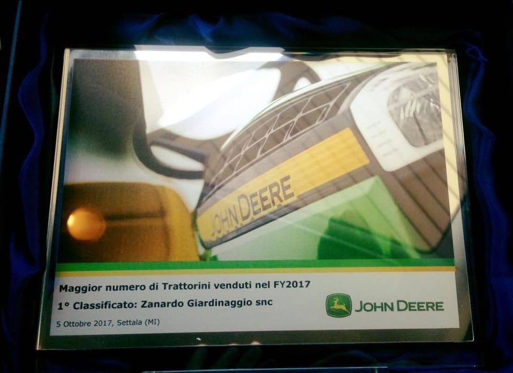Alla Zanardo Giardinaggio di Susegana il 1 premio John Deere Italia