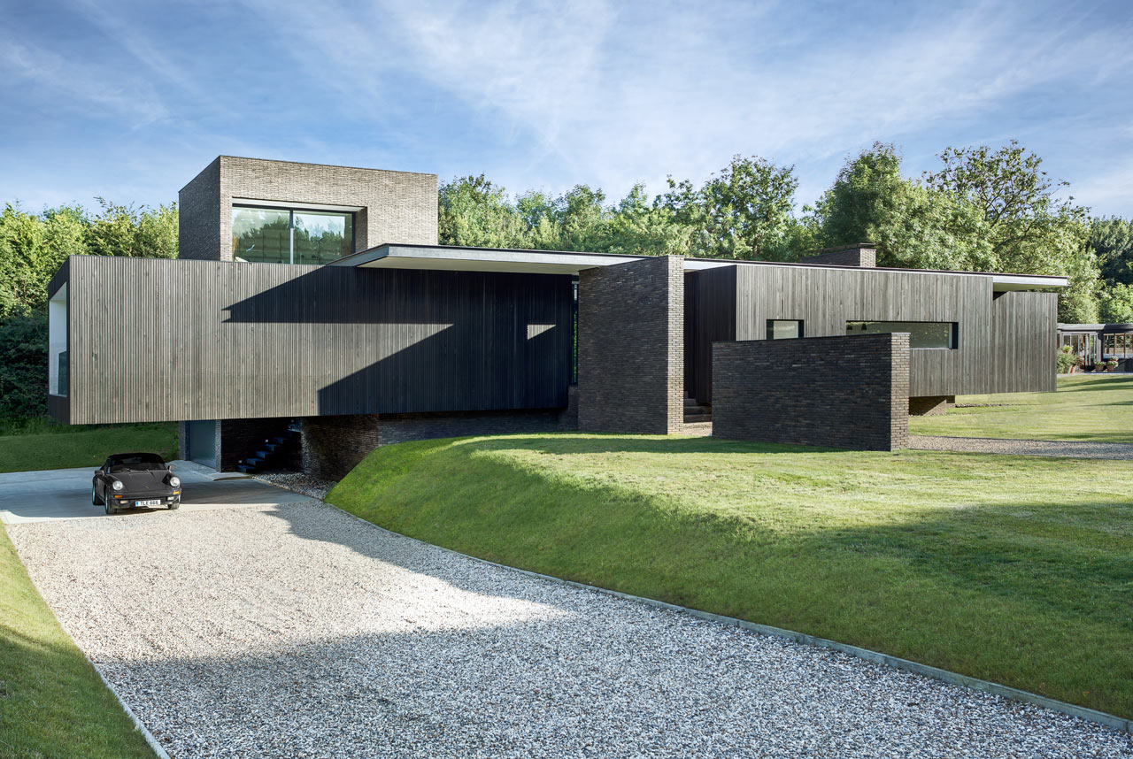 A Black House in Kent Inspired by Local Historic and