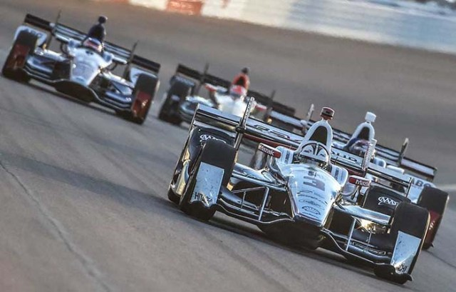 Helio Castroneves leads a group down the frontstretch during the 2016 Desert Diamond West Valley Phoenix Grand Prix at Phoenix International Raceway