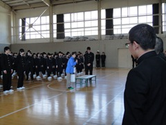 A ceremony was held at the Kamaishi High School to receive the donated supplies.