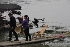 Wo Touristen am Li-Fluss sind, sind Kormorane nicht weit