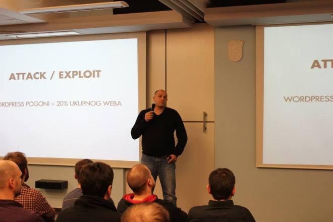 Goran nastavlja tradiciju probijanja leda. Na fotografiji drži predavanje na 1. WordPress Meetupu u Zagrebu