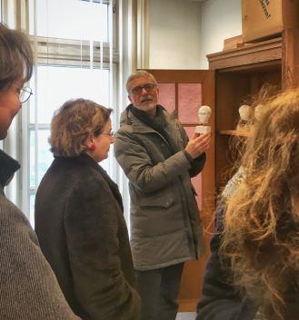 Hans-Peter Müller zeigt uns einen seiner Schätze