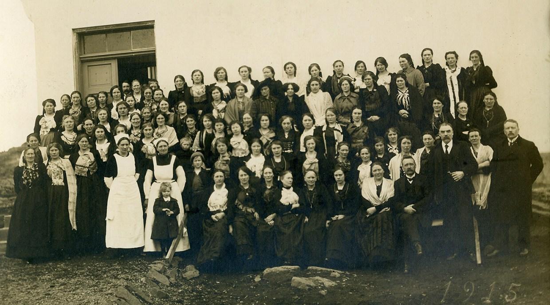 Þátttakendur á vikulöngu húsmæðranámskeiði í Borgarnesi 1915.