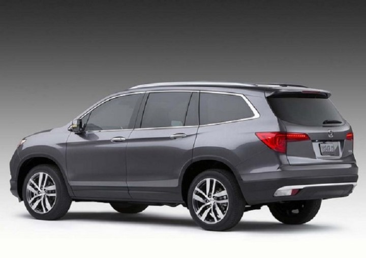 2017 Honda Pilot rear view