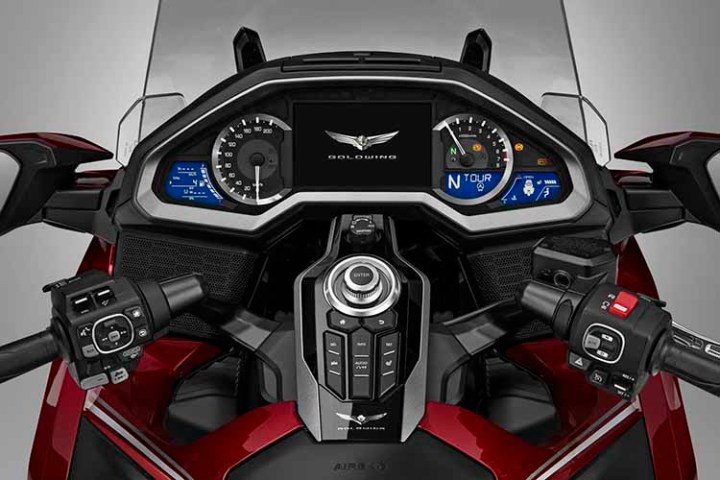 2018 Honda Gold Wing dashboard
