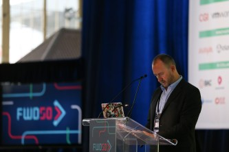Le président de FWD50, Alistair Croll, se prépare pour sa conférence