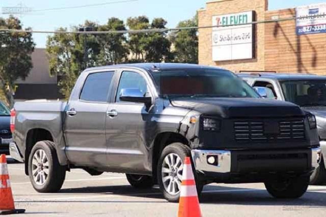 2019 Toyota Tundra spy shots