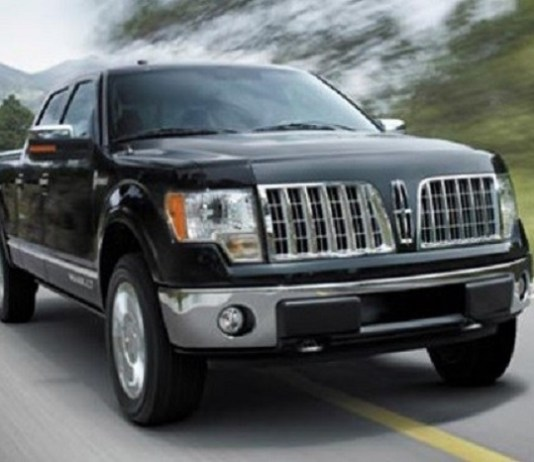 2019 Lincoln Mark LT front view