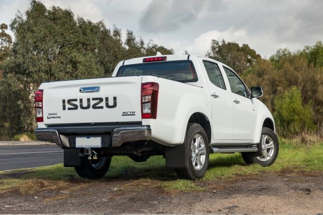 2020 Isuzu D-Max rear