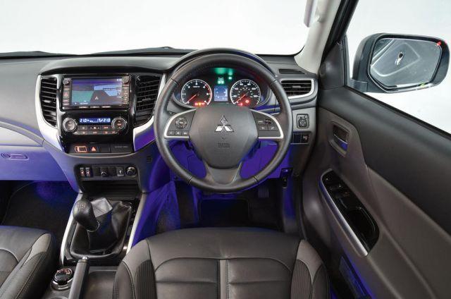2020 Mitsubishi L200 interior
