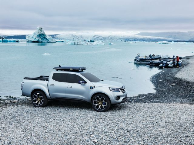 2020 Renault Alaskan side