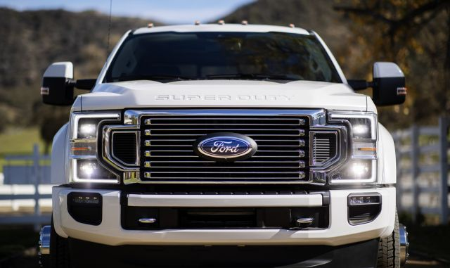 2020 Ford F-450 front look