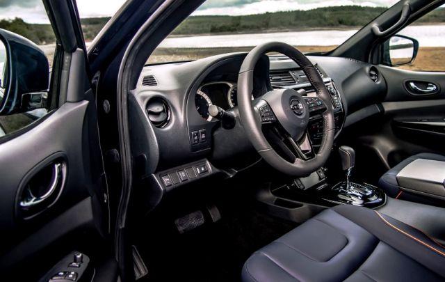 2021 Nissan Navara interior