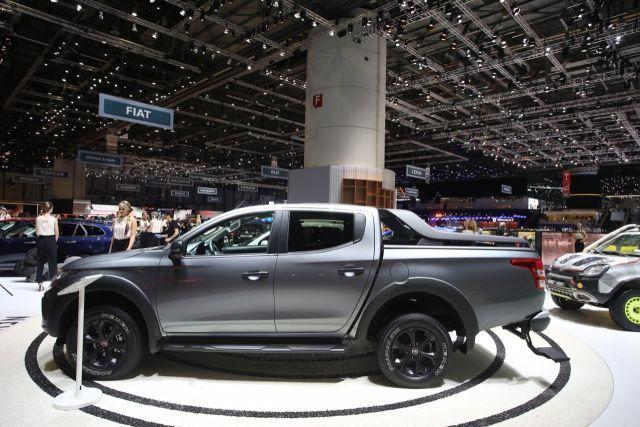 2020 Fiat Fullback Cross side