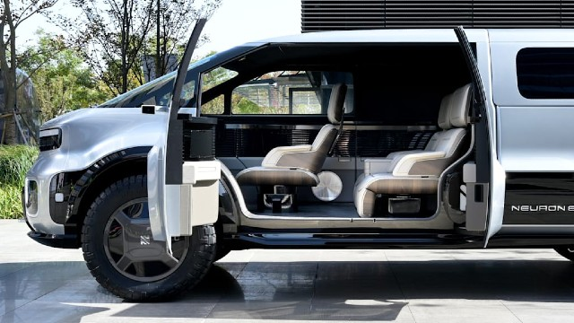 2021 Neuron EV interior