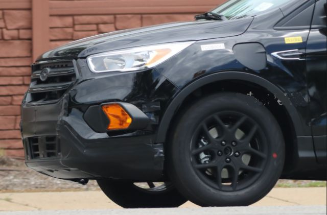 2019 Ford Escape front side