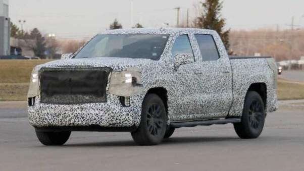 2019 GMC Sierra spy shot