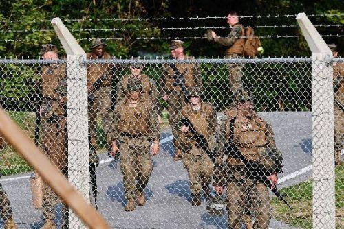 琉球新報「米兵が民家近くの基地内でライフル銃を所持していました。市民が驚いています」