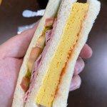 【滑り台】セブンのサンドイッチがセコすぎると話題に…→ネット民「これは酷い」「もはや芸術」の声…  ★4  [BFU★]
