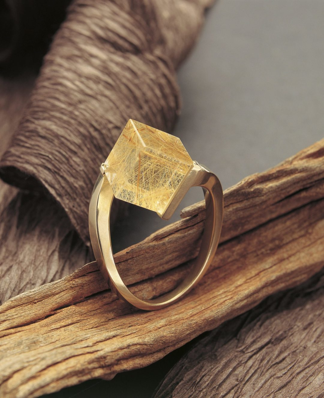 Bague Cube Quartz Inclusions Rutile Jaune Or Jaune