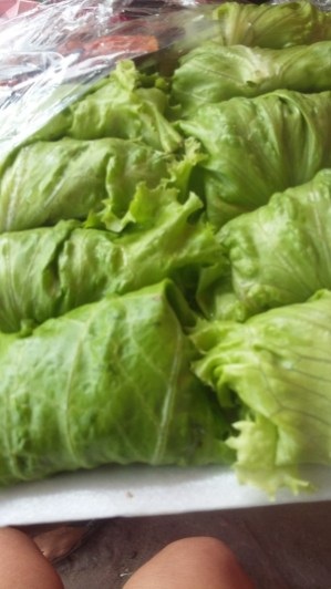 Peanut saté wrapped in lettuce - fresh from the market