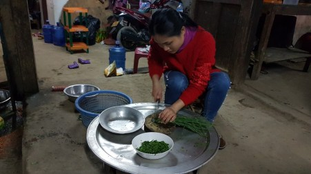 Khamsee prepares the spring onions, which are used as a topping for the soup.