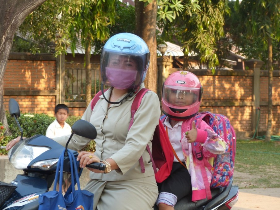 Mittaphone and Anna are on their way to school.