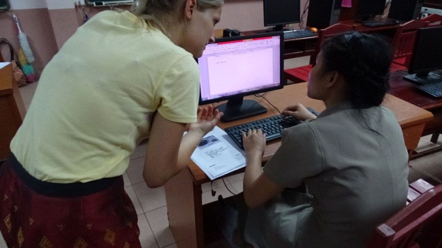 Rebekka explains to Ms Khamsee Thanbounheuang how a science worksheet is structured.