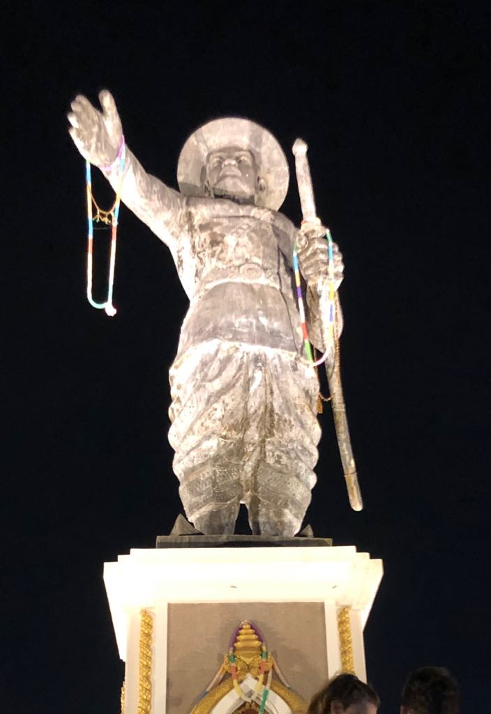 The Chao Anouvong statue in front of the park named after him - illuminated at night it was impressive.