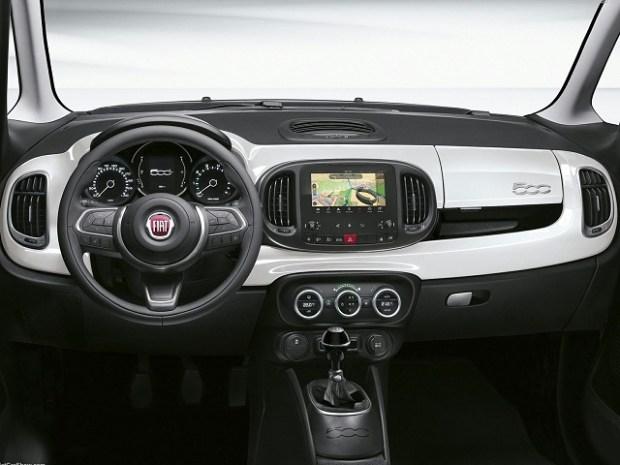 2019 Fiat 500L interior