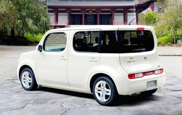 2019 Nissan Cube rear view