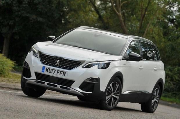 2020 Peugeot 5008 front
